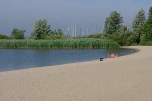 Een uniek grootschalig recreatiepark nabij de kust en water in Zuid-Holland