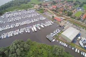 Een volwaardige, goed onderhouden jachthaven, gelegen in het zuidwesten van Nederland